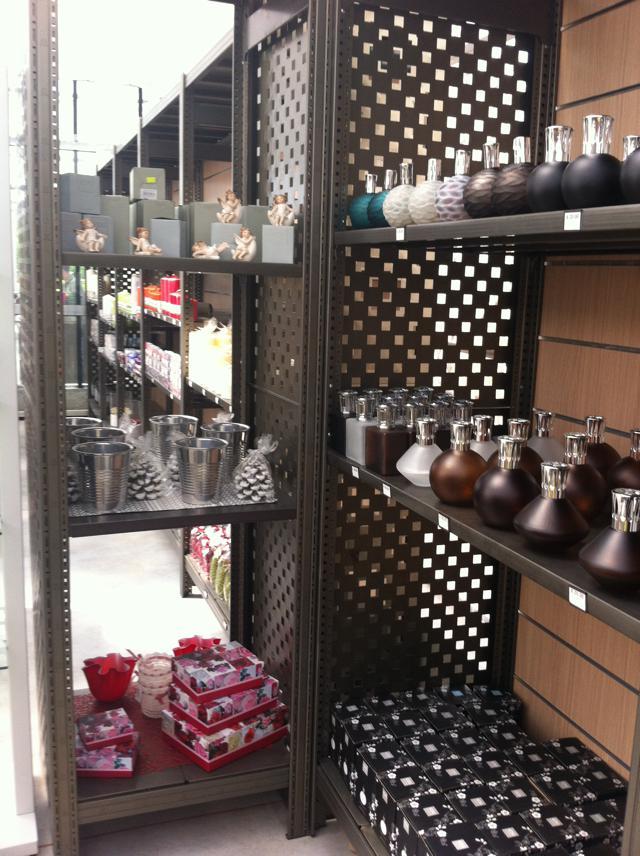 Arredamento negozi sicilscaff for Arredamento negozi