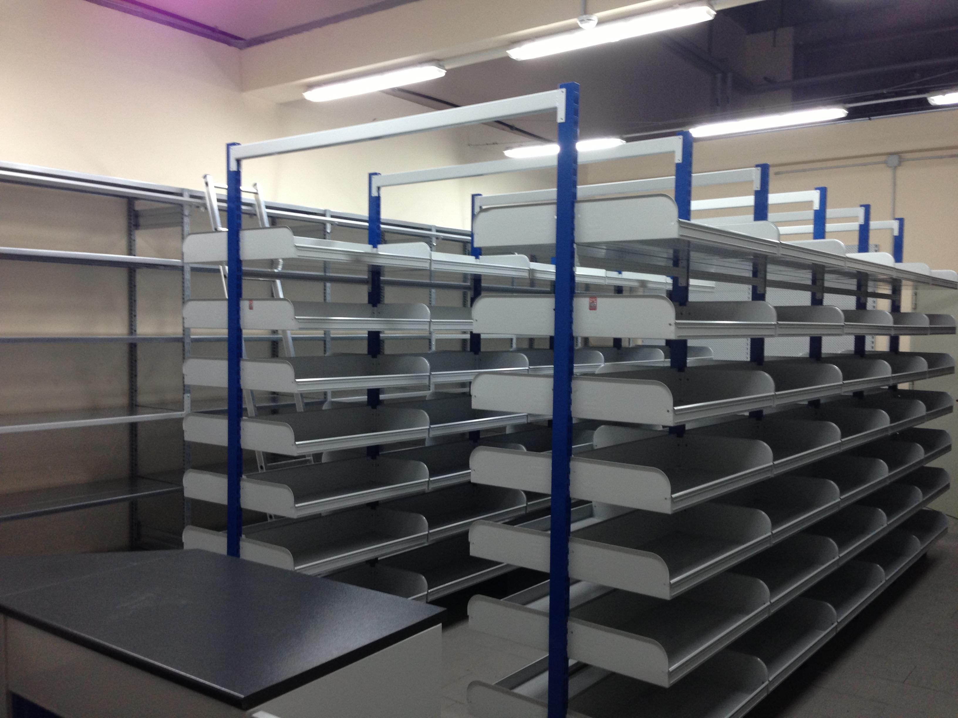 Scaffalatura per magazzino ricambi sicilscaff for Arredamento magazzino